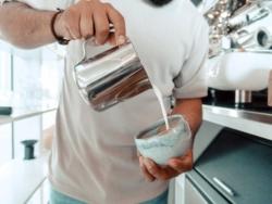 Caffetteria - Bar - Preparazione cappuccino