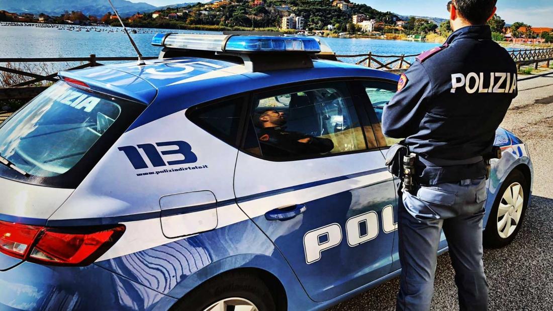 Macchina Polizia di Stato - Poliziotto
