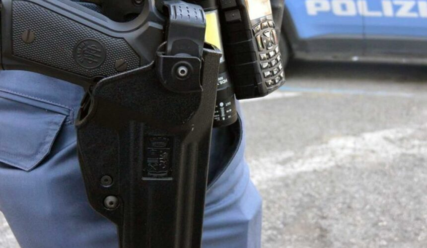 Fondina pistola Polizia di Stato